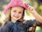 دختر خوشگل با کلاه صورتی