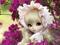 عکس عروسک ناز در میان گلها