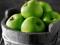 سیب سبز در سبد میوه