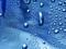 قطرات باران روی شیشه
