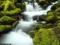 آبشار زیبا و کوچک طبیعی