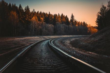 منظره ریل در جنگل پاییزی autumn rails nature