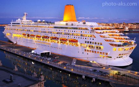 کشتی تفریحی کروز در شب cruise ship night beautiful