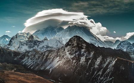 عکس ابر روی قله کوه mountains snow clouds