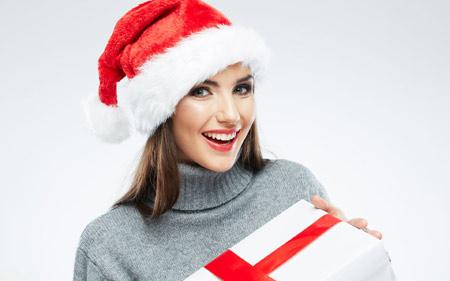 عکس لبخند زن زیبا در کریسمس beautiful women hat chrismas