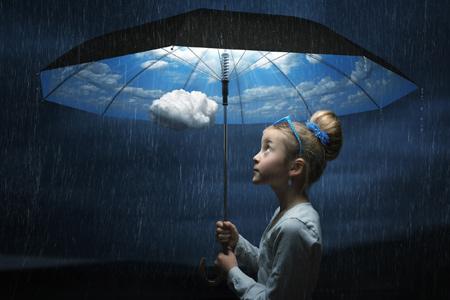 عکس هنری دختر بچه با چتر aks honari dokhtar bache