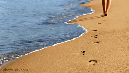 قدم زدن در کنار ساحل alone walking beach