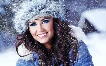 عکس دختر در روز برفی زمستانی beautiful girl snow winter