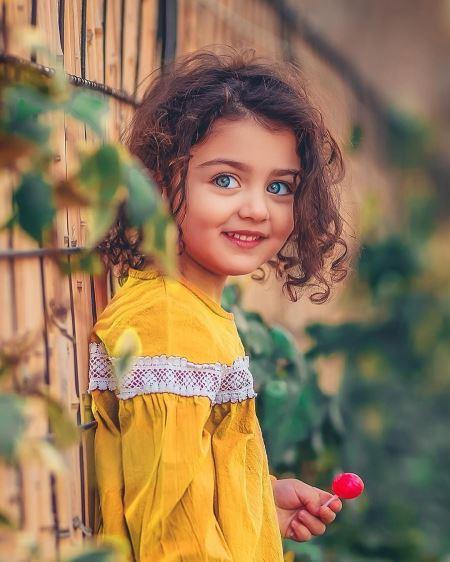 عکس دختر بچه چشم سبز beautiflu green eyes kid