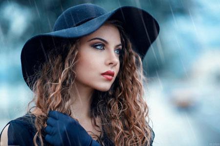 عکس زن مدل زیبا زیر باران beautiful woman model