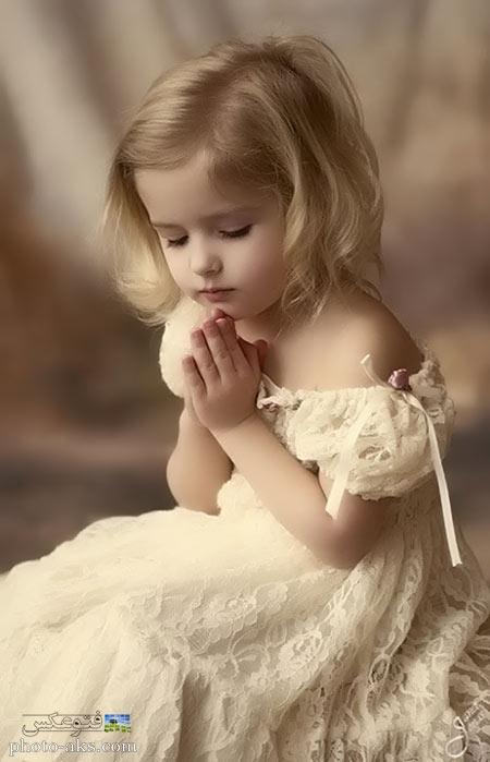 دختر بچه در حال دعا کردن girl kid in pray