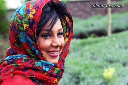 عکس بهنوش بختیاری با شال رنگارنگ behnoosh bakhtiyari