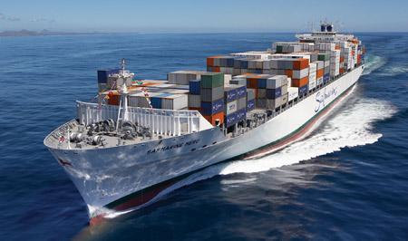 عکس کشتی باربری بزرگ در دریا cargo ship in sea