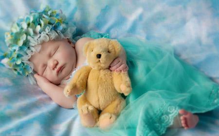 خواب شیرین دختر بچه ناز cute girl sleep