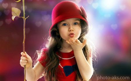 بوسه دختر ناز زیبا cute little girl wallpaper