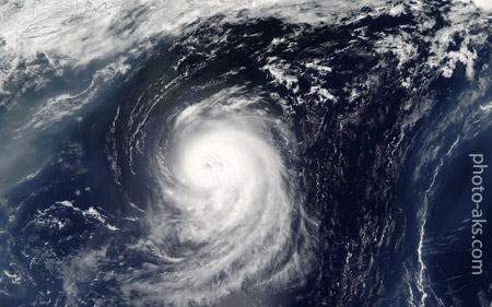 عکس ماهواره ای طوفان در اقیانوس cyclone whirwide ocean