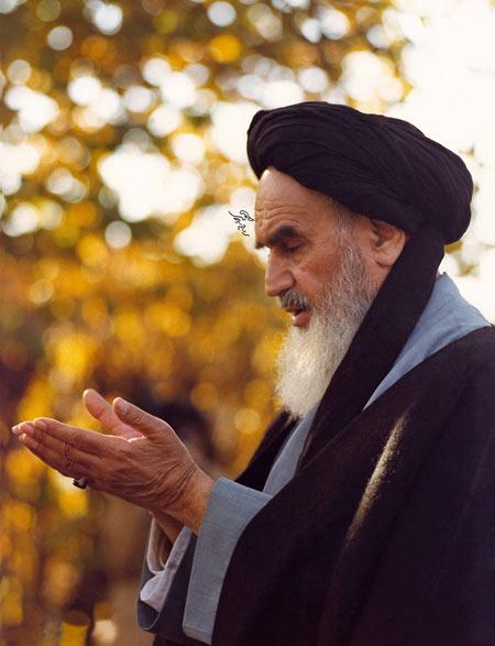 عکس قنوت امام خمینی در نماز gonot emam khomeini