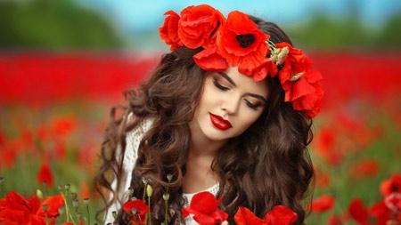 عکس دختر زیبا در میان گلهای شقایق girl poppy flowers