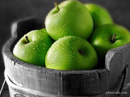 سیب سبز در سبد میوه green apple