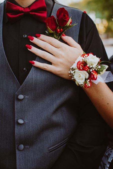 عکس عاشقانه زن و شوهر love rose hand girl