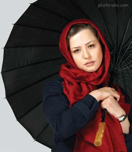 عکس مهراوه شریفی نیا با چتر و شال قرمز aks ba chatr mehraveh sharifinia