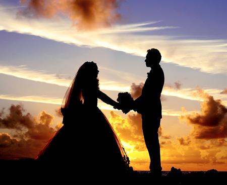 عکس عاشقانه عروس داماد در غروب married couple love sunset