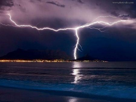 عکس رعد و برق در ساحل rad barg ziba