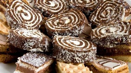 شیرینی رولت تر نارگیلی roll cake