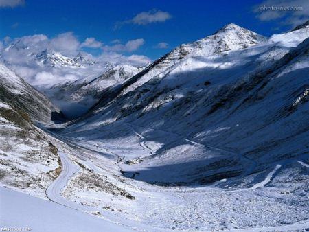 منظره برفی کوهستان snow mountain