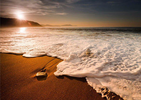 منظره امواج کنار ساحل و طلوع خورشید sunrise beach wave wallpaper