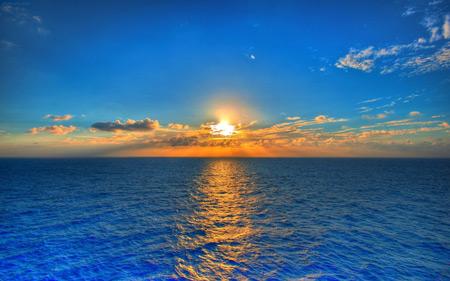 طلوع زیبای خورشید در افق دریا sunrise sea landscape