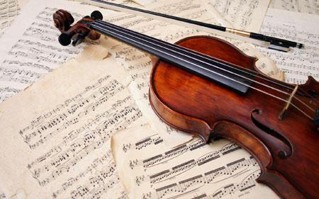 عکس ویولن روی نت موسیقی violin musical notes