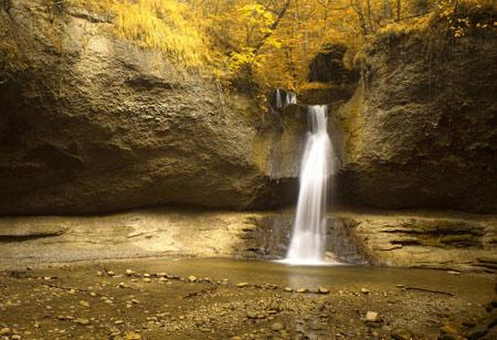 عکس زیبای آبشار در جنگل waterfall in jungle