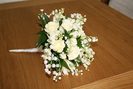 دسته گل رز عروس سفید white rose bouquet