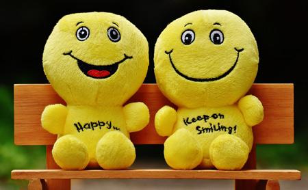 والپیپر عروسک های خندان و شاد happy funny dolls