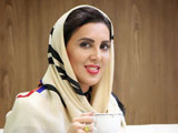 لیلا بلوکات در کافی شاپ