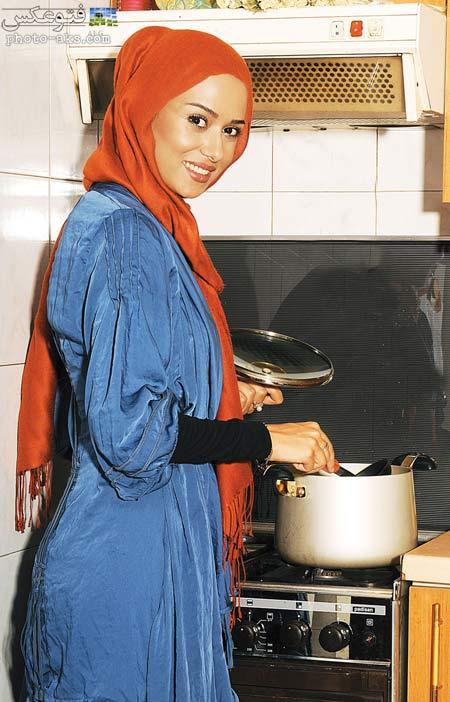 پریناز ایزدیار در حال آشپزی ashpazi bazigaran