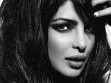 عکس سیاه و سفید بازیگر زن هندی