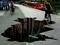 نقاشی سه بعدی گودال در پیاده رو
