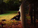 عکس دختر تنها در طبیعت پاییز