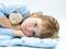 عکس دختر بچه زیبا در رختخواب