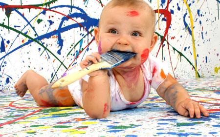 عکس بامزه بچه رنگ و قلمو baby paint dirty funny