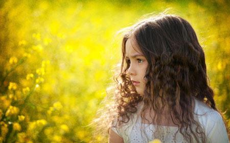 عکس دختر بچه خیلی خوشگل field girl kid yellow
