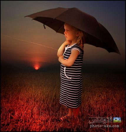 عکس دختر بچه ناز با چتر در غروب aks dokhtar bache romantik