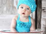 عکس بچه داخل تشت آب