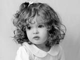 عکس سیاه و سفید دختر بچه