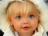 دختر بچه خیلی خوشگل مو طلایی
