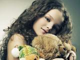 دختر بچه مو فرفری خوشگل