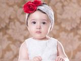 دختر بچه ناز با گل سر