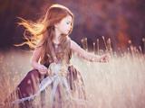 عکس دختر بچه در مزرعه